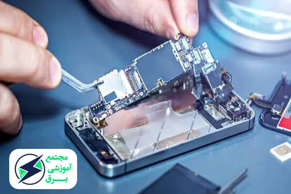 تعمیرکار متخصص موبایل