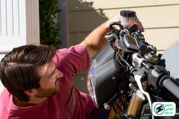 بررسی آینده شغلی تعمیرات موتور سیکلت به همراه بازار کار و درآمد