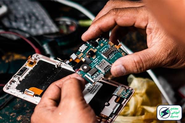 سخت افزار موبایل شامل چه قسمت هایی می گردد؟